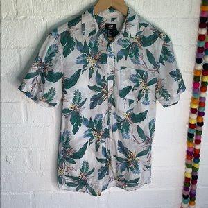 H & M Hawaiian Aloha Button Down sz S